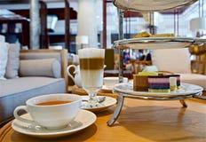 Χρόνος για ένα σπάσιμο - τσάι απογεύματος στοκ εικόνα με δικαίωμα ελεύθερης χρήσης