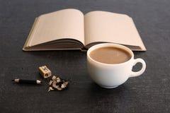 Χρόνος για τον καφέ και το ημερολόγιο Στοκ φωτογραφίες με δικαίωμα ελεύθερης χρήσης