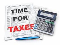 Χρόνος για τους φόρους. Φορολογική επιστροφή 1040, υπολογιστής και μολύβι Στοκ εικόνες με δικαίωμα ελεύθερης χρήσης