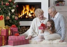 Χρόνος για το άνοιγμα των δώρων Στοκ Εικόνες