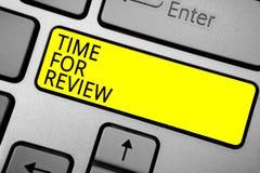 Χρόνος γραψίματος κειμένων γραφής για την αναθεώρηση Η έννοια που σημαίνει το ποσοστό απόδοσης στιγμής ανατροφοδότησης αξιολόγηση στοκ φωτογραφίες με δικαίωμα ελεύθερης χρήσης