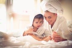 Χρόνος εξόδων μητέρων με το παιδί της στοκ φωτογραφίες με δικαίωμα ελεύθερης χρήσης