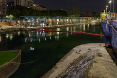 Χρόνος ζωής κτηρίων Darsena τη νύχτα, Μιλάνο, Ιταλία Στοκ Φωτογραφίες