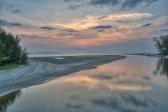 Χρόνος ηλιοβασιλέματος στην παραλία Pak Meng, επαρχία Trang, Ταϊλάνδη στοκ φωτογραφία με δικαίωμα ελεύθερης χρήσης