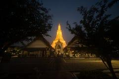 Χρόνος ηλιοβασιλέματος στο κύριο χαρακτηριστικό γνώρισμα του ναού Wat Arun Ratchawararam Ratworamahawihan της Dawn Στοκ εικόνες με δικαίωμα ελεύθερης χρήσης