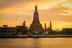 Χρόνος ηλιοβασιλέματος ναών Arun Wat Στοκ εικόνα με δικαίωμα ελεύθερης χρήσης