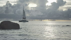 Χρόνος ηλιοβασιλέματος στην παραλία Anse Λάτσιο, Praslin, Σεϋχέλλες φιλμ μικρού μήκους