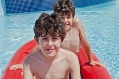 Χρόνος διασκέδασης στην πισίνα Στοκ Εικόνα