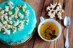 Χρόνος και κέικ τσαγιού πρωινού Στοκ Φωτογραφίες