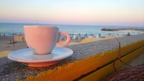Χρόνος καφέ από την ελευθερία ακτών παραλιών Στοκ Εικόνες