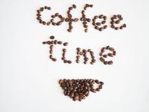Χρόνος καφέ εγγραφής που τακτοποιείται από τα φασόλια καφέ Στοκ Φωτογραφία