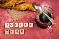 Χρόνος καφέ - ξύλινες έννοιες επιστολών αλφάβητου Στοκ φωτογραφία με δικαίωμα ελεύθερης χρήσης