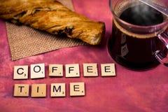 Χρόνος καφέ - ξύλινες έννοιες επιστολών αλφάβητου Στοκ εικόνα με δικαίωμα ελεύθερης χρήσης