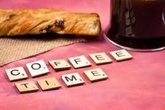 Χρόνος καφέ - ξύλινες έννοιες επιστολών αλφάβητου Στοκ Εικόνα