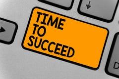 Χρόνος κειμένων γραψίματος λέξης να πετύχει Η επιχειρησιακή έννοια για το επίτευγμα επιτυχίας ευκαιρίας Thriumph επιτυγχάνει το ο διανυσματική απεικόνιση
