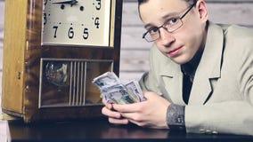 Χρόνος να γίνουν κάποια χρήματα, bachemang r φιλμ μικρού μήκους