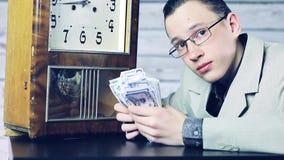 Χρόνος να γίνουν κάποια χρήματα o απόθεμα βίντεο