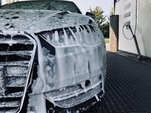 Χρόνος πλυσίματος αυτοκινήτων στοκ φωτογραφία