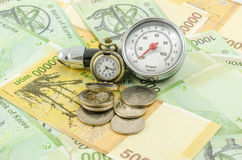 Χρόνος που ξοδεύεται στην παραγωγή των χρημάτων Στοκ φωτογραφία με δικαίωμα ελεύθερης χρήσης