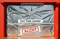 Χρόνος που περνούν φορολογικός στοκ φωτογραφία με δικαίωμα ελεύθερης χρήσης