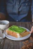 Χρόνος σπασιμάτων, χρόνος καφέ με τη pandan κρέμα κρέμας ψημένος, ea Στοκ εικόνες με δικαίωμα ελεύθερης χρήσης