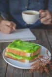 Χρόνος σπασιμάτων, χρόνος καφέ με τη pandan κρέμα κρέμας ψημένος, ho Στοκ φωτογραφία με δικαίωμα ελεύθερης χρήσης