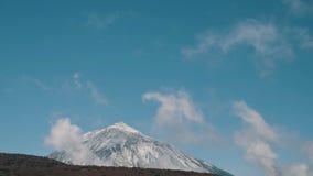 Χρόνος-σφάλμα του σχηματισμού σύννεφων πέρα από το ηφαίστειο Teide, Tenerife, Κανάρια νησιά, Ισπανία φιλμ μικρού μήκους
