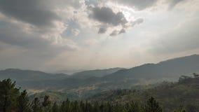 Χρόνος-σφάλμα των βουνών αρθρώσεων σε Kandy Σρι Λάνκα 4K απόθεμα βίντεο
