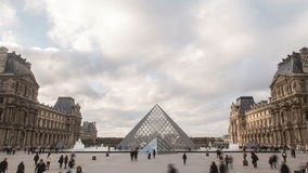Χρόνος-σφάλμα του μουσείου του Λούβρου και το pyramide στο Παρίσι, Γαλλία 4K υπερβολικά υψηλός καθορισμός φιλμ μικρού μήκους
