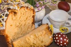 Χρόνος τσαγιού με το χαρακτηριστικό κέικ Πάσχας Στοκ εικόνες με δικαίωμα ελεύθερης χρήσης