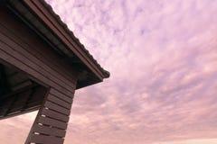 Χρόνος λυκόφατος ηλιοβασιλέματος με το περίπτερο Στοκ φωτογραφίες με δικαίωμα ελεύθερης χρήσης