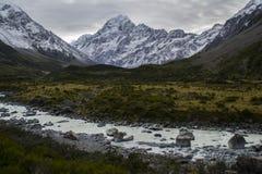 Χρόνος Roadtrip! Η Νέα Ζηλανδία, τοποθετεί Cook στοκ εικόνες