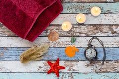 Χρόνος SPA το καλοκαίρι: Summer spa έννοια με τα θαλασσινά κοχύλια, πετσέτα Στοκ εικόνα με δικαίωμα ελεύθερης χρήσης