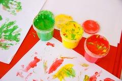 Χρώματα δάχτυλων στα φωτεινά χρώματα Στοκ Φωτογραφίες