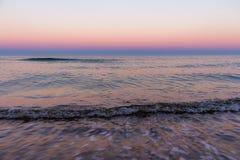 Χρώματα ανατολής στη θάλασσα στοκ εικόνες με δικαίωμα ελεύθερης χρήσης