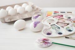 Χρώματα αυγών χρωματισμού για Πάσχα, βοτανική απεικόνιση Στοκ Φωτογραφίες
