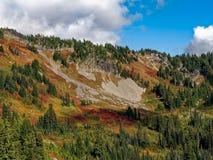 Χρώματα βουνών φθινοπώρου στοκ φωτογραφίες