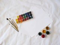 Χρώματα, γκουας και βούρτσες Watercolor Στοκ Φωτογραφίες