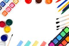 Χρώματα και βούρτσες σε μια άσπρη ανασκόπηση. Στοκ Εικόνες