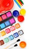 Χρώματα και βούρτσες στην άσπρη ανασκόπηση. Στοκ Εικόνες