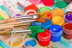 Χρώματα και βούρτσες στοκ φωτογραφίες