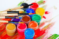 Χρώματα και βούρτσες στοκ φωτογραφία με δικαίωμα ελεύθερης χρήσης