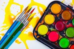 Χρώματα και βούρτσες στοκ εικόνες