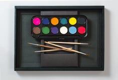 Χρώματα και βούρτσες στοκ εικόνα με δικαίωμα ελεύθερης χρήσης