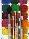 Χρώματα και βούρτσες Watercolor στοκ εικόνα με δικαίωμα ελεύθερης χρήσης