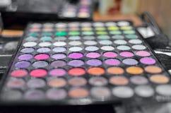 Χρώματα κρητιδογραφιών και μοντέρνες κυρίες Στοκ Εικόνες