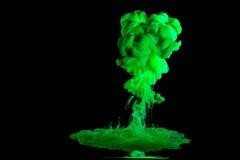 Χρώματα κυκλοφορίας στο υγρό στοκ φωτογραφία