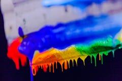 Χρώματα μίγματος με το χέρι Στοκ εικόνα με δικαίωμα ελεύθερης χρήσης