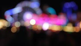 Χρώματα νύχτας εκθεσιακών χώρων Synthwave φω'των Disco funfair του λούνα παρκ απόθεμα βίντεο