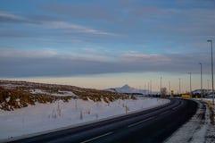 Χρώματα στον ορίζοντα πέρα από την ισλανδική εθνική οδό Στοκ Εικόνα